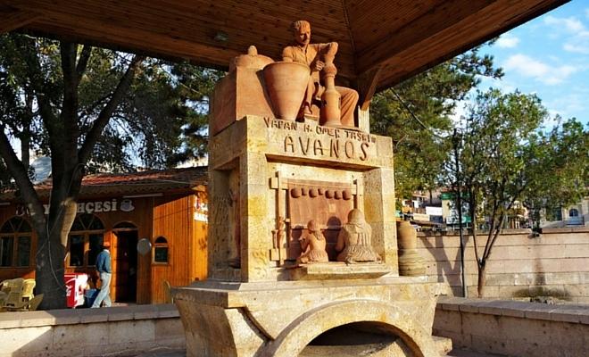 avanos çömlek yapan usta heykeli